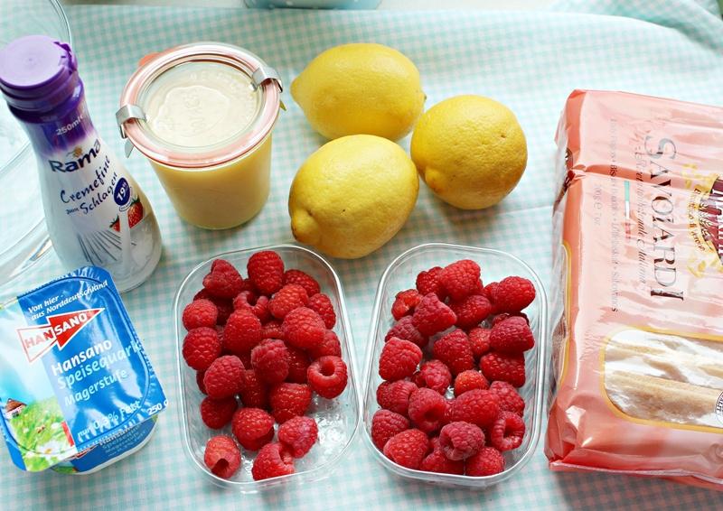Sonntagssüß - Lemon Trifle mit Himbeeren und Blaubeeren 18
