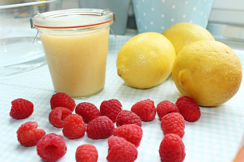 Sonntagssüß - Lemon Trifle mit Himbeeren und Blaubeeren 19