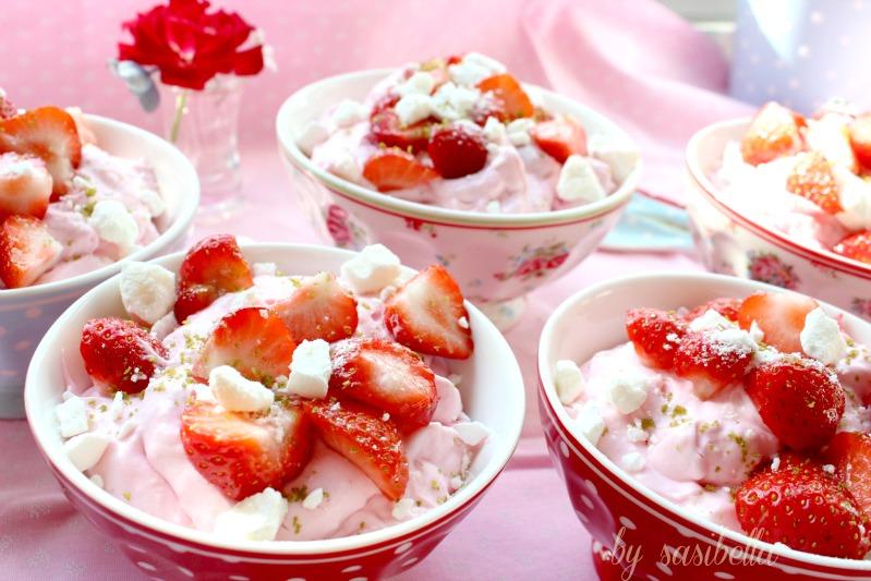 Limettenmousse mit Baiser und Erdbeeren 17