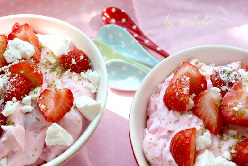 Limettenmousse mit Baiser und Erdbeeren 18