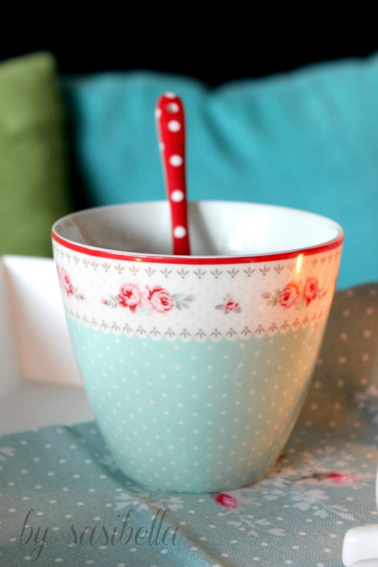 Birnen-Nuss Strudel mit Vanilleschaum-Soße 4