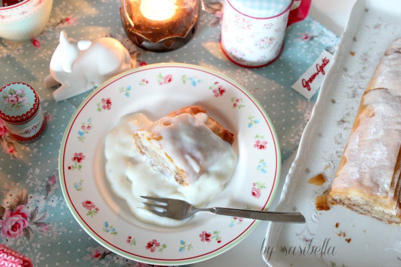 Birnen-Nuss Strudel mit Vanilleschaum-Soße 3