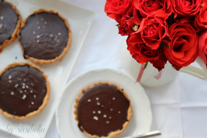 Caramel Tartelettes mit Schokoladen Ganache und Fleur de Sel 16