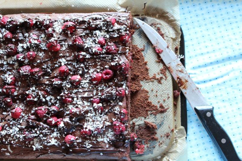 Himbeer Brownies mit weißer Schokolade 18