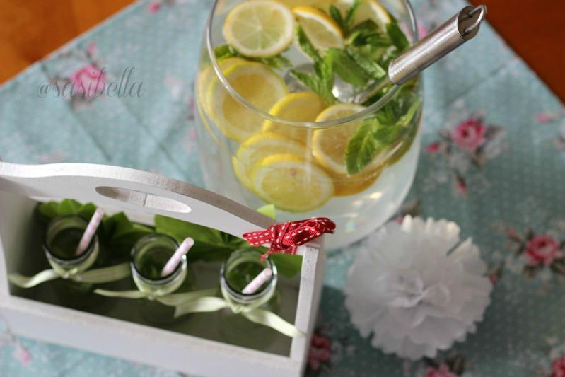 Zitronen-Minze mit Holunderblütensirup 15