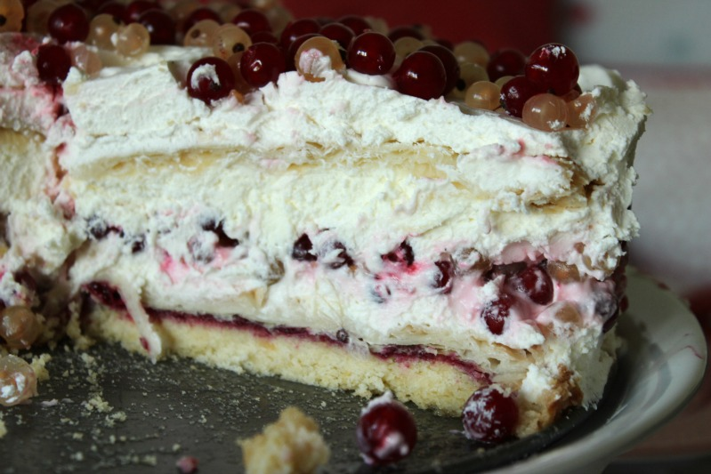 Johannisbeer-Creme Torte mit 3 Knusperböden 8