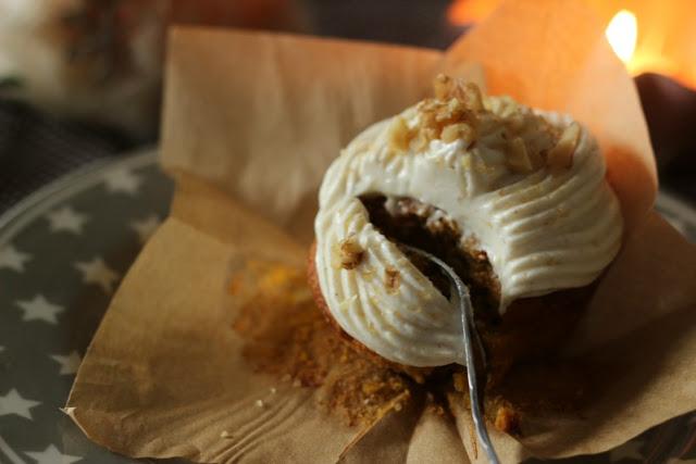 Kürbis Gewürz Cupcakes mit Zimt Frosting 3