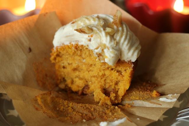 Kürbis Gewürz Cupcakes mit Zimt Frosting 5