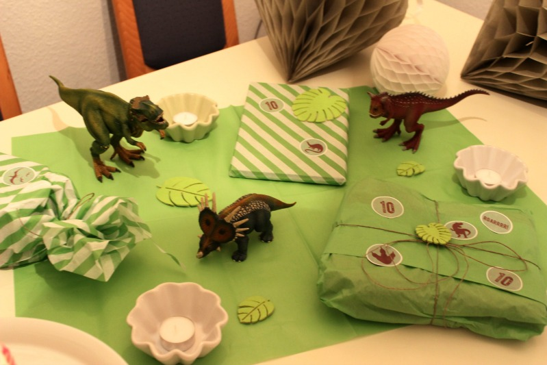 Kreativer Freitag # 9/ 2013 - Dino Party 27