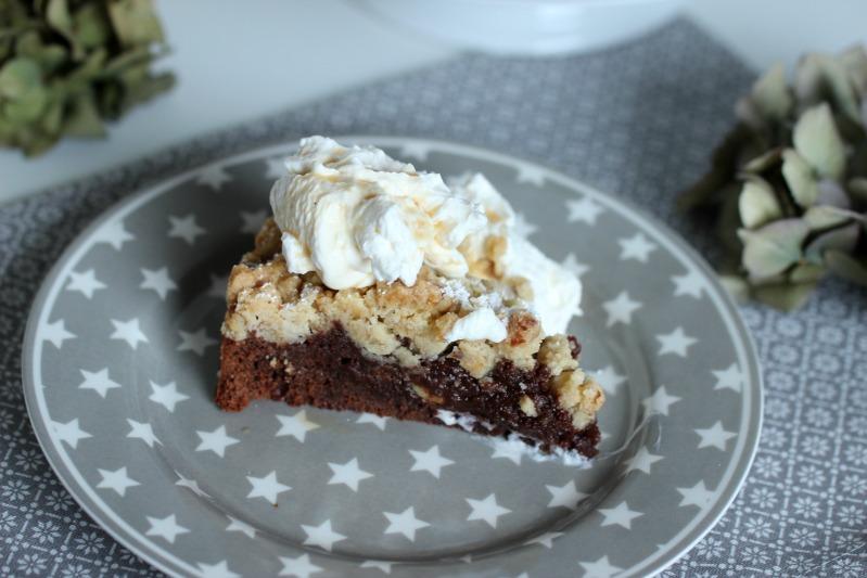 Brownie Tarte mit Baileys-Walnuss-Streuseln 4