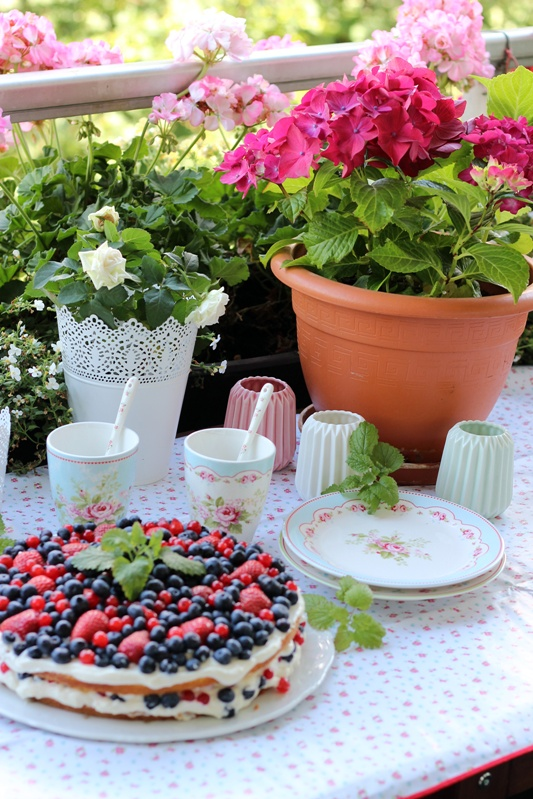 Sommerbeerentorte mit Holunderblütencreme 23