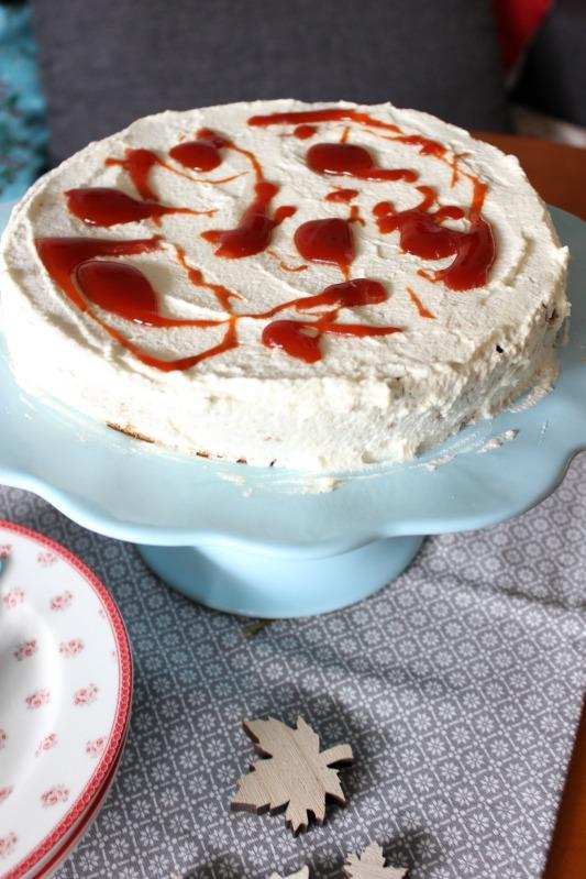 Hagebutten Torte mit Nussböden und ein wenig Adventsdeko 9