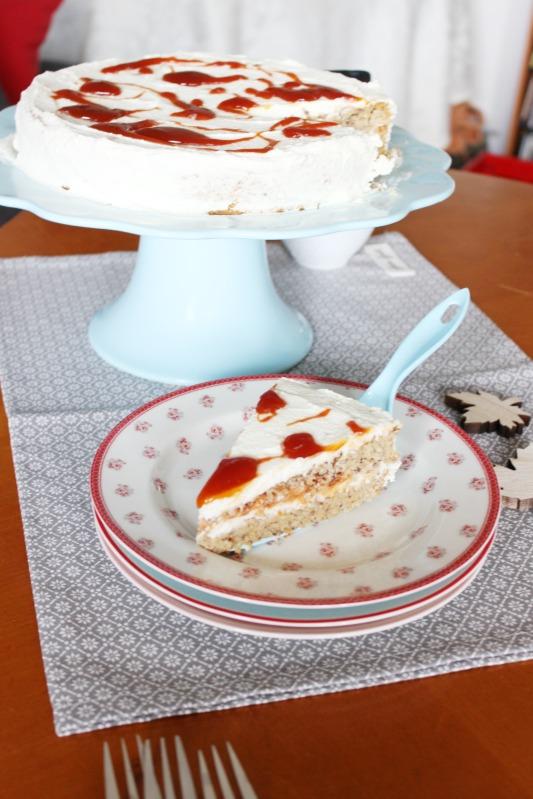 Hagebutten Torte mit Nussböden und ein wenig Adventsdeko 7