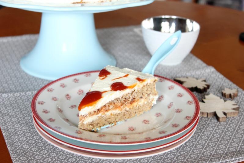 Hagebutten Torte mit Nussböden und ein wenig Adventsdeko 10