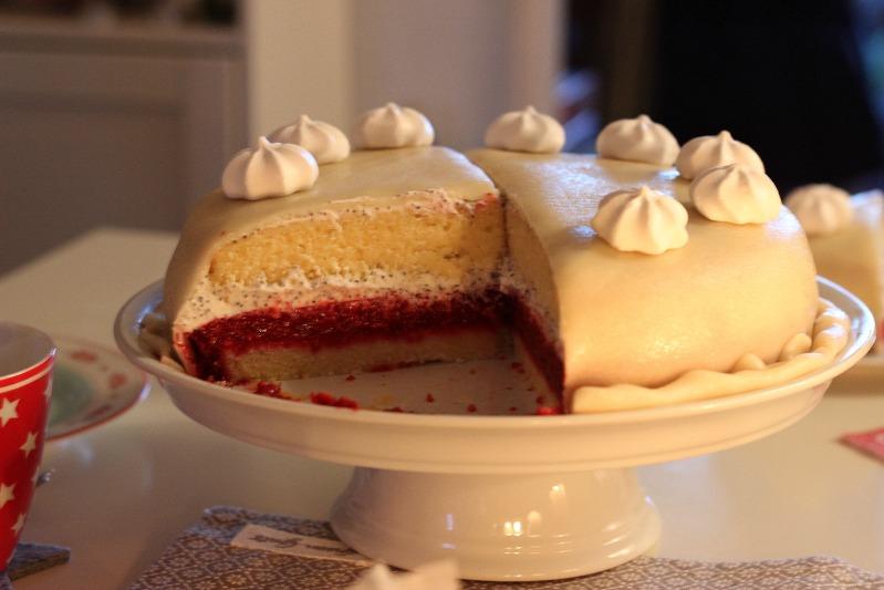 Tschüss Weihnachtskram, gemütlich ist es trotzdem! Mohn-Marzipan Torte mit Himbeerfüllung 27