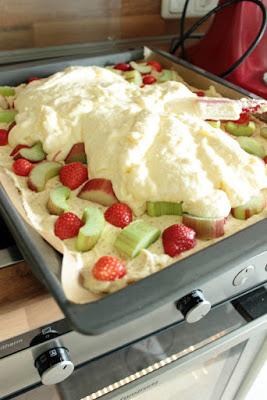 Erdbeer-Rhabarberkuchen mit Vanille-Quark Guss 3