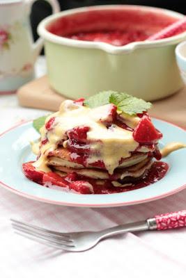 Mini Mascarpone Pfannkuchen mit Erdbeeren und Holundersoße 6