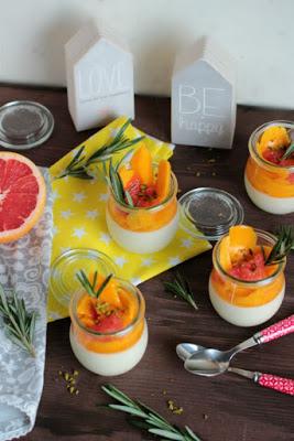 Honig-Zitronen- Rosmarin Panna Cotta mit beschwipsten Früchten 11