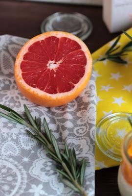 Honig-Zitronen- Rosmarin Panna Cotta mit beschwipsten Früchten 1