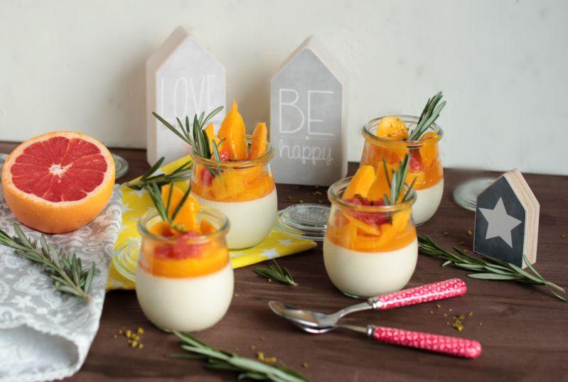 Honig-Zitronen- Rosmarin Panna Cotta mit beschwipsten Früchten 10