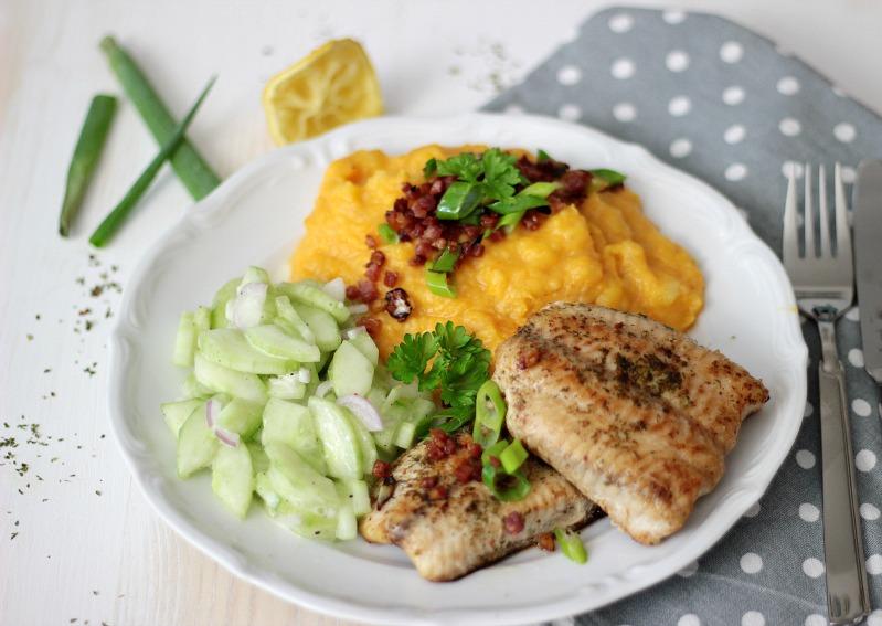 Kürbis-Kartoffelstampf zu Welsfilet und Gurkensalat 1