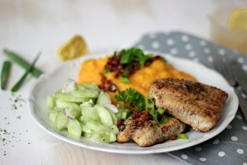 Kürbis-Kartoffelstampf zu Welsfilet und Gurkensalat 4