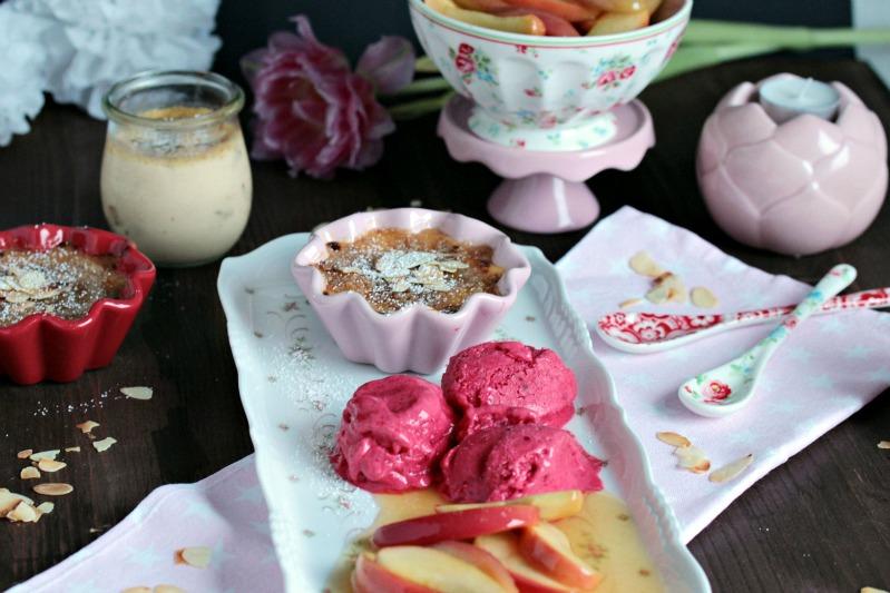 Mandel-Creme Brulee mit Calvados-Apfelspalten und Himbeer-Frozen Joghurt - eine Dessertidee zum Valentinstag 1