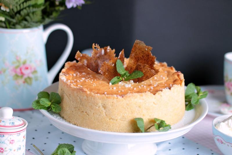 Mascarpone-Mohn-Quark-Torte mit Karamellsplittern 1
