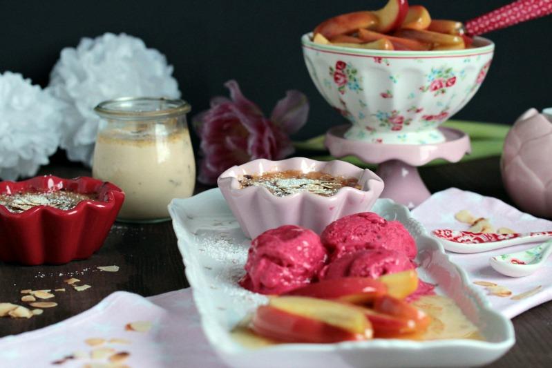 Mandel-Creme Brulee mit Calvados-Apfelspalten und Himbeer-Frozen Joghurt - eine Dessertidee zum Valentinstag 5