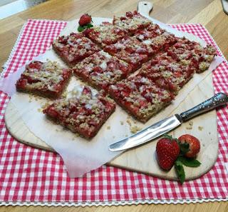 Erdbeer-Basilikum Scones für den 3. Blog-Stammtisch im Kölln Haferland* 14