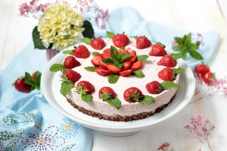 Erdbeer Minz Torte Mit Musliboden Ganz Ohne Backen Sasibella