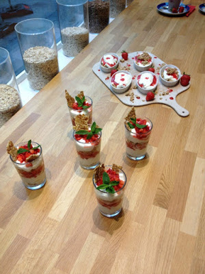 Erdbeer-Basilikum Scones für den 3. Blog-Stammtisch im Kölln Haferland* 22