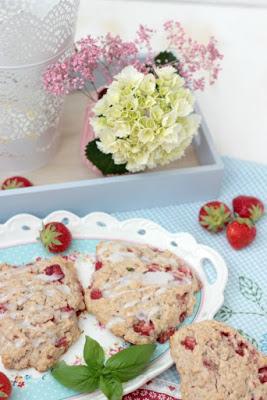 Erdbeer-Basilikum Scones für den 3. Blog-Stammtisch im Kölln Haferland* 3