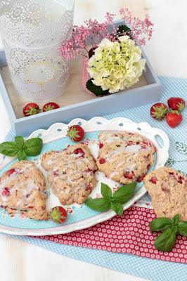 Erdbeer-Basilikum Scones für den 3. Blog-Stammtisch im Kölln Haferland* 6