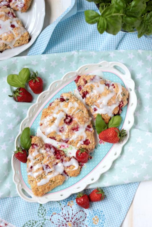 Erdbeer-Basilikum Scones für den 3. Blog-Stammtisch im Kölln Haferland* 5