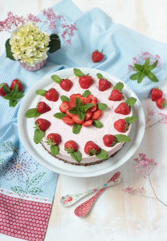 Erdbeer-Minz-Torte mit Müsliboden , ganz ohne backen* 1
