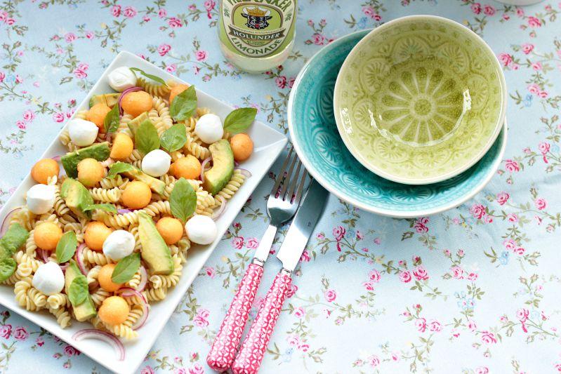 Nudelsalat mit Melone,Avocado und Mozzarella 2