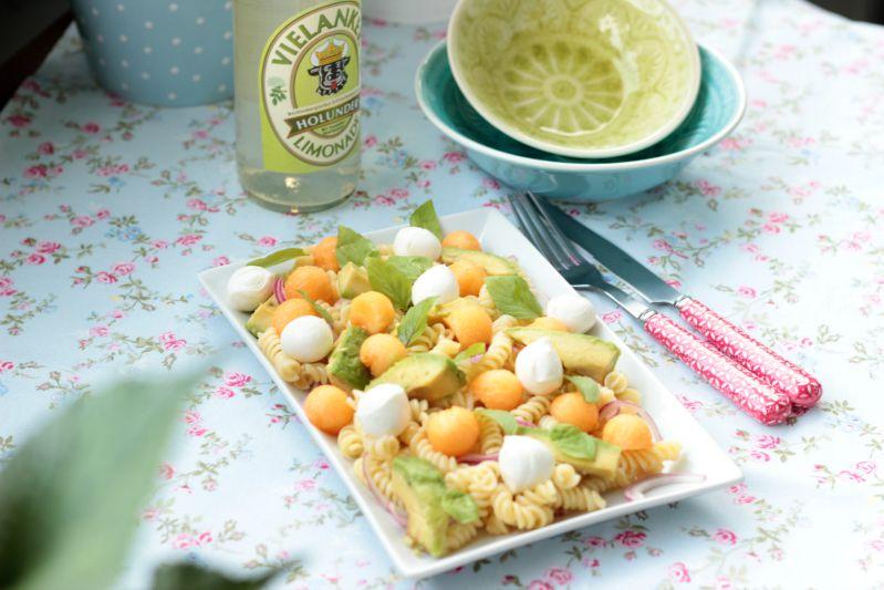 Nudelsalat mit Melone,Avocado und Mozzarella 5