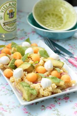Nudelsalat mit Melone,Avocado und Mozzarella 3
