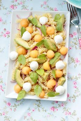 Nudelsalat mit Melone,Avocado und Mozzarella 8
