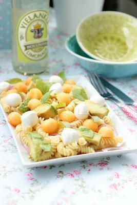 Nudelsalat mit Melone,Avocado und Mozzarella 7