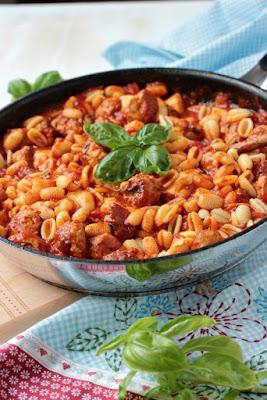 Pastapfanne mit Bratwurstbällchen und Tomaten-Mozzarella-Basilikum Sauce 3