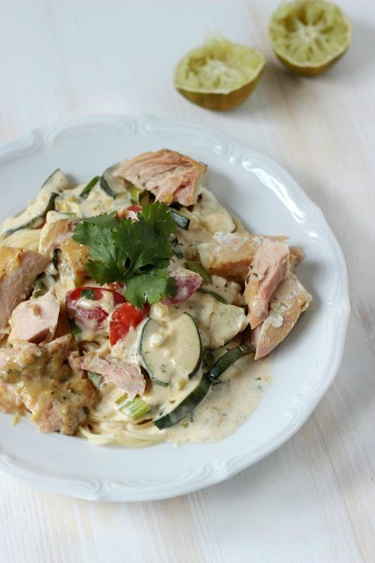 Pasta mit Lachs in Dijon Senfkruste und Zucchini-Frischkäse Sauce 11