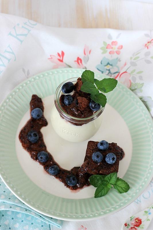 Kaffeecreme mit Brownie und Blaubeer-Rosmarin-Schokoladen Pesto 37