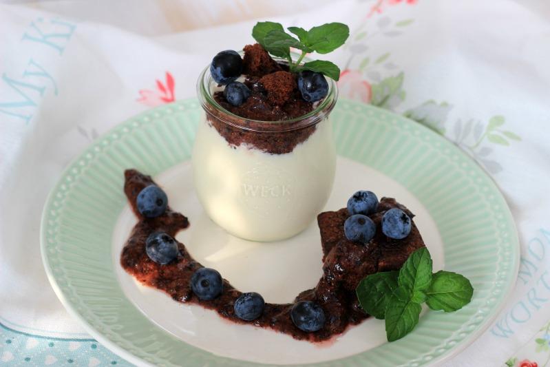 Kaffeecreme mit Brownie und Blaubeer-Rosmarin-Schokoladen Pesto 32
