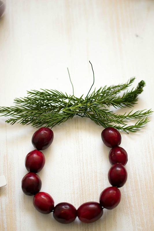 Adventskalender-Türchen Nr.4 /  DIY Mini Cranberry Kranz - schnelle Idee für weihnachtliche Tischdeko 21