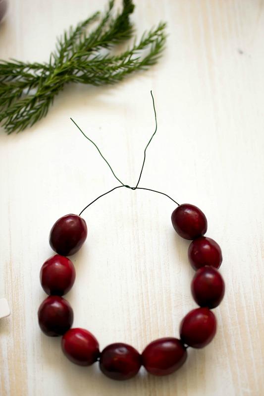 Adventskalender-Türchen Nr.4 /  DIY Mini Cranberry Kranz - schnelle Idee für weihnachtliche Tischdeko 20