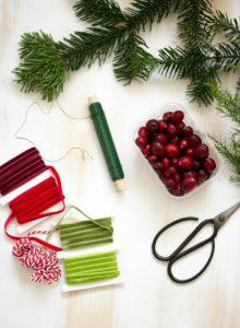 Adventskalender-Türchen Nr.4 /  DIY Mini Cranberry Kranz – schnelle Idee für weihnachtliche Tischdeko
