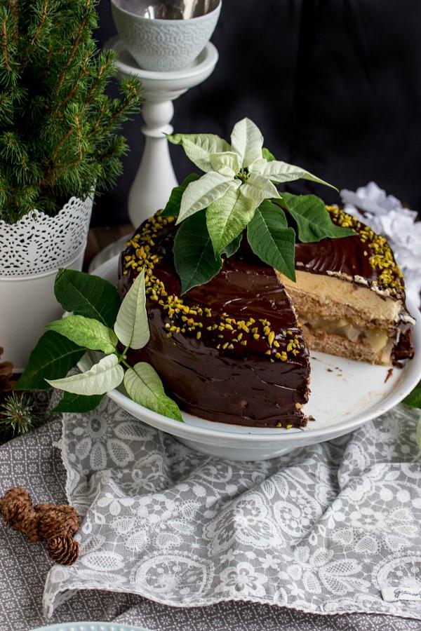 Walnuss-Birnen Torte mit Marzipanmousse 40