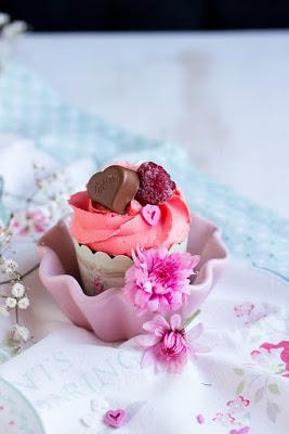 Himbeer-Schoko Cupcakes für Verliebte - eine Rezeptidee zum Valentinstag oder Muttertag 14